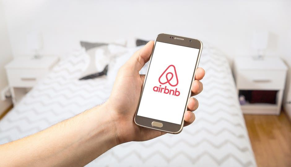 Article topic thumb image for Airbnb templates